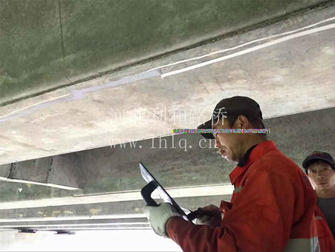 广贺高速裂缝修补