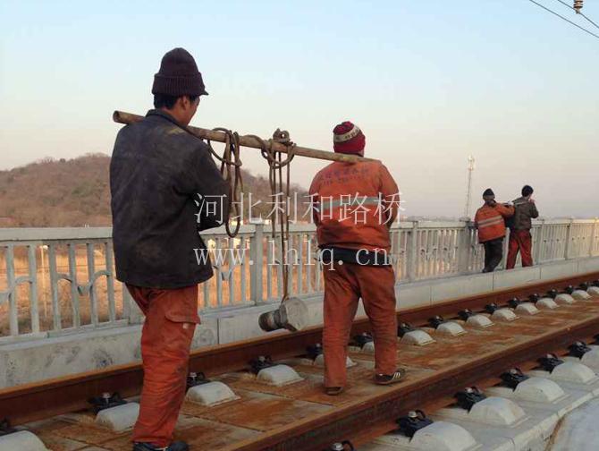 合福高铁无为段60000kn支座加楔型钢板
